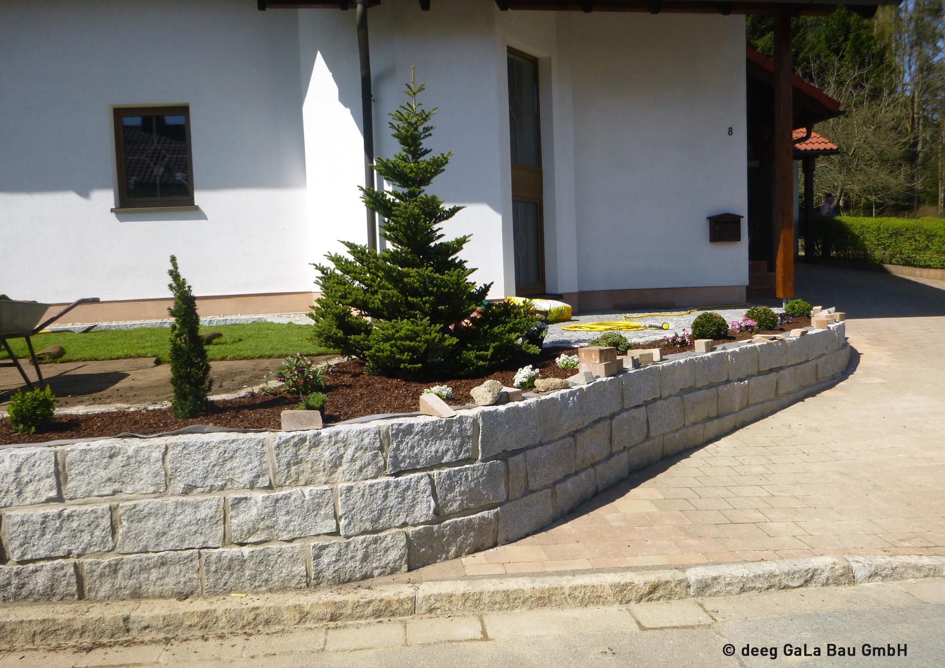 deeg Natursteinmauer um das Grundstück