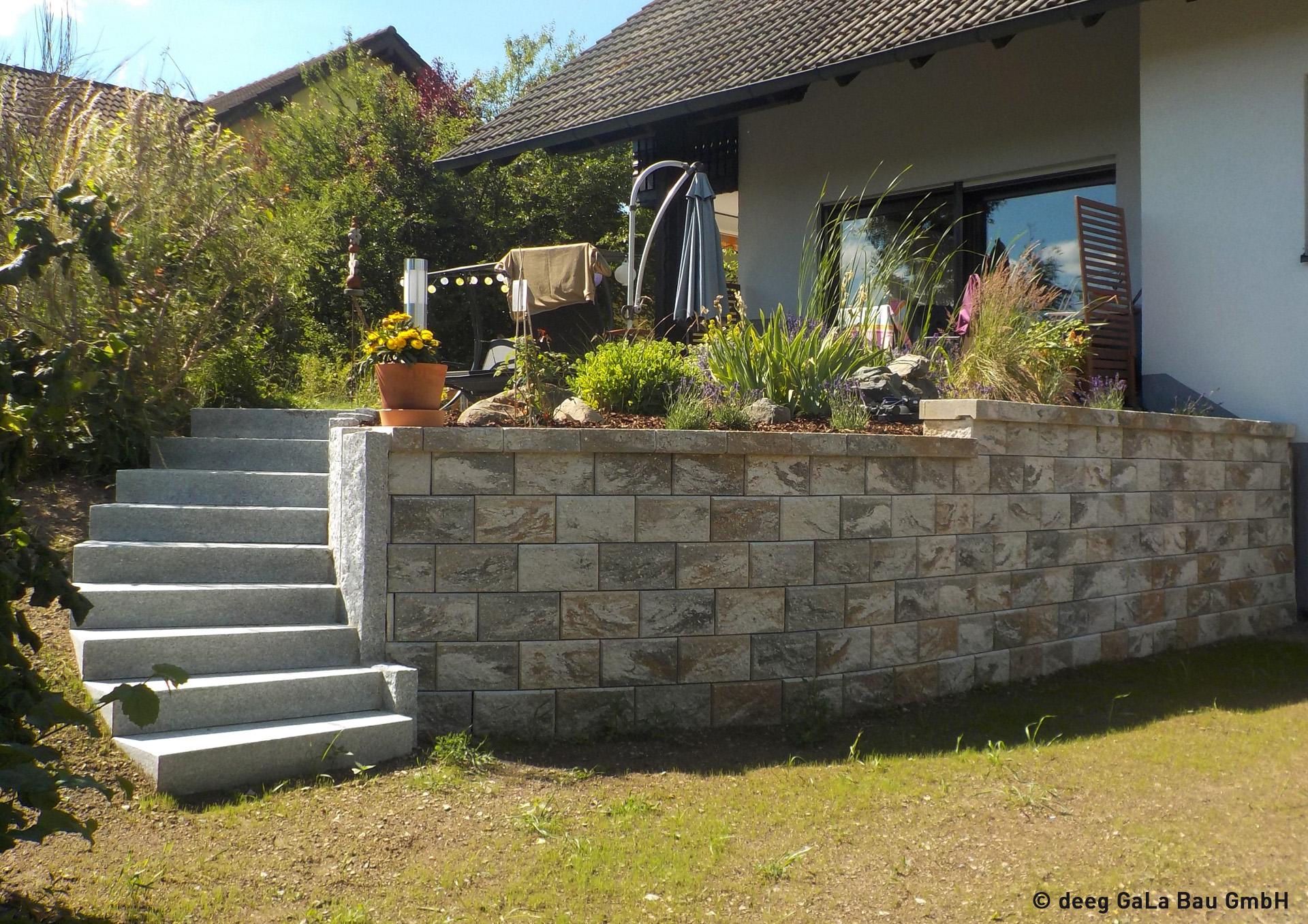 deeg Steintreppe und Steinmauer
