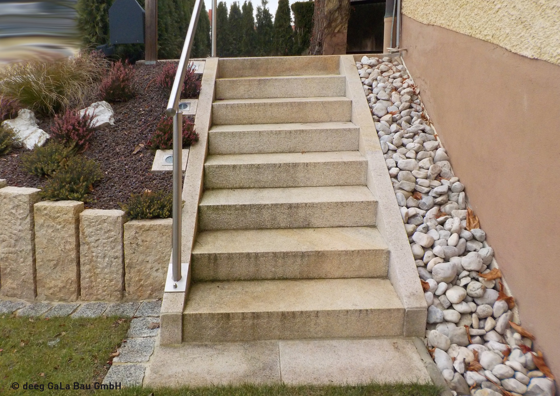 deeg Steintreppe mit Handlauf und Beleuchtung